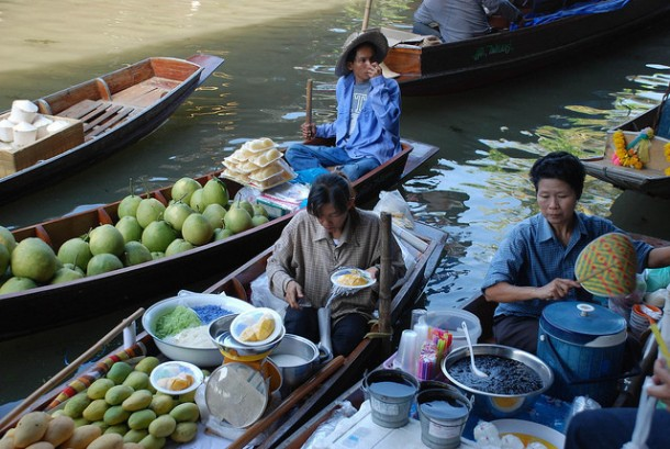 You'll Need A Bag And A Boat For This Market In Thailand 7