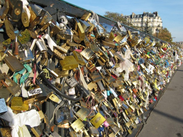 Lover Locks Pont des Arts bridge2