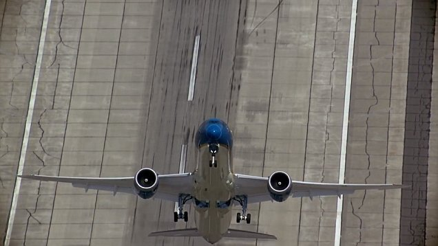 New Boeing 787-9 Dreamliner Exhibits Almost Vertical Take-Off 2