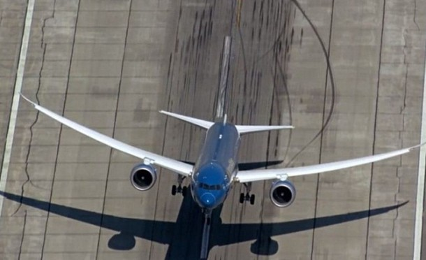 New Boeing 787-9 Dreamliner Exhibits Almost Vertical Take-Off 3