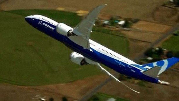 New Boeing 787-9 Dreamliner Exhibits Almost Vertical Take-Off 4