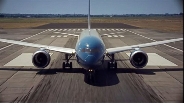 New Boeing 787-9 Dreamliner Exhibits Almost Vertical Take-Off