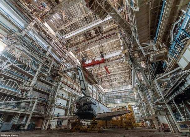 Russian abandoned shuttle hanger12