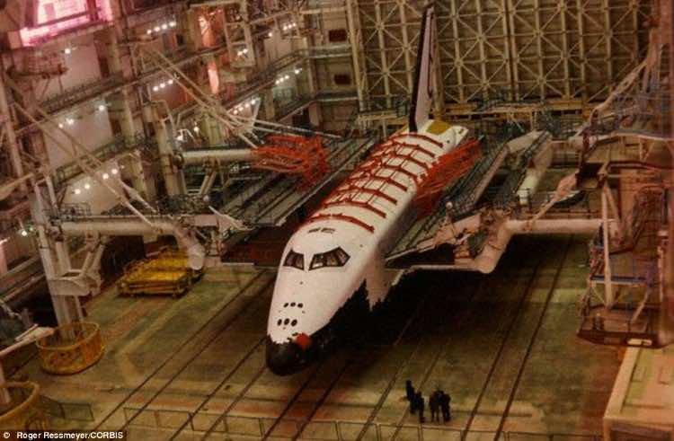 Russian abandoned shuttle hanger17