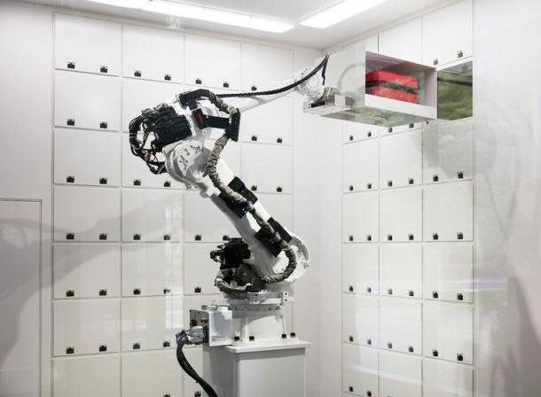 Strange Hotel In Japan Has Robotic Staff 4