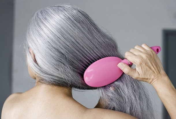 Maze Hairbrush Makes Cleaning A Process of Seconds 2