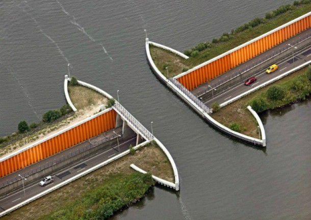 World's 10 Most Amazing Water Bridges 3
