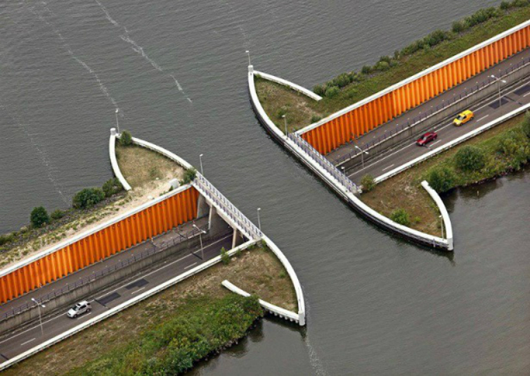 World's 10 Most Amazing Water Bridges 3