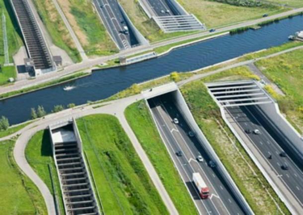 World's 10 Most Amazing Water Bridges 4