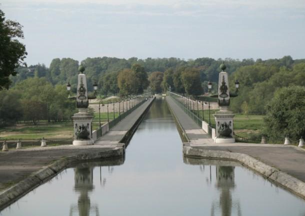 World's 10 Most Amazing Water Bridges 5