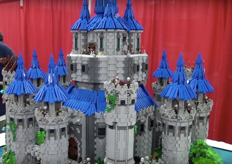19 Year Old Guy Builds A Wonderful Castle From Lego Blocks