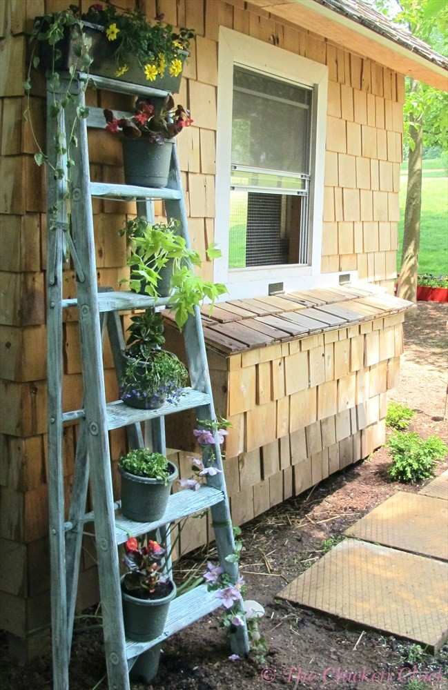 Here Are 21 Ways You Can Use That Old Ladder Of Yours 13