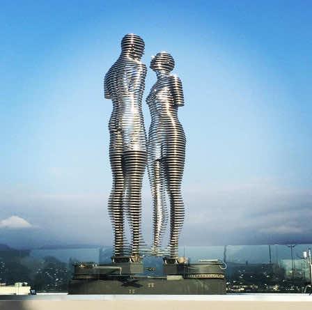 moving statues georgia3