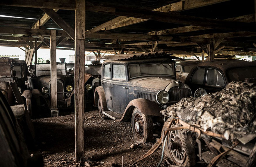 vintage cars found at french farmhouse3