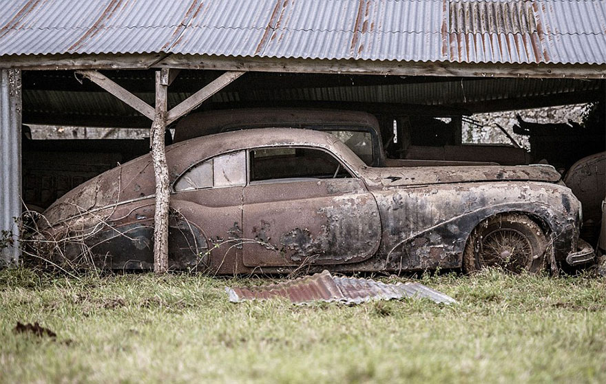 vintage cars found at french farmhouse4