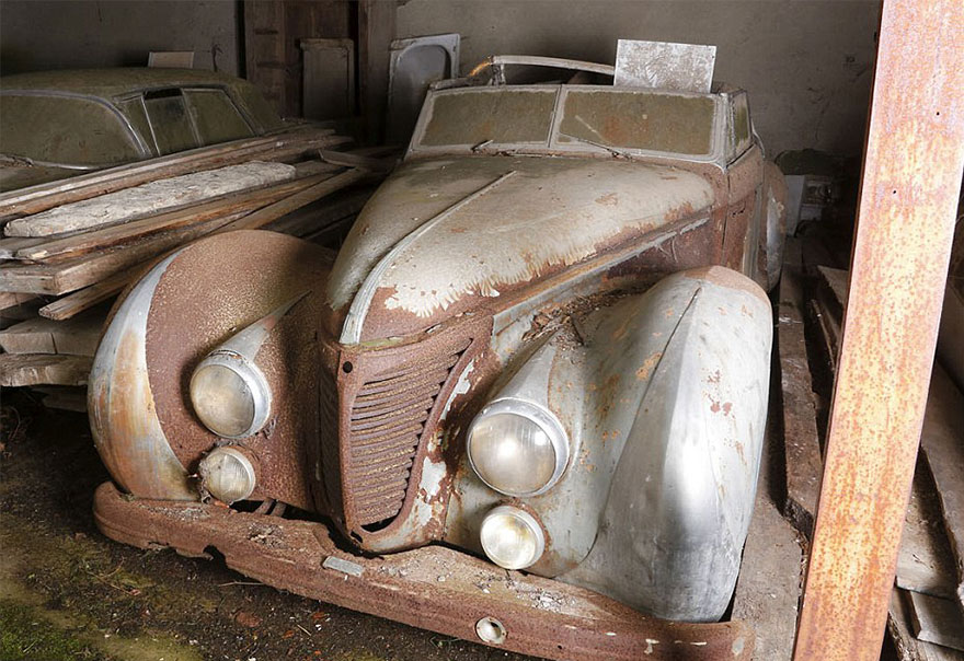 vintage cars found at french farmhouse6