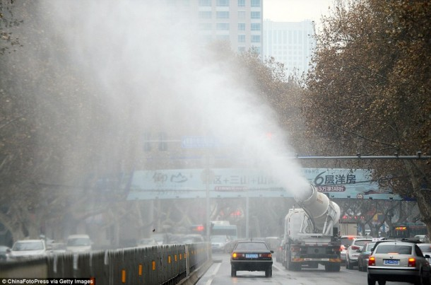 China Is Fighting Pollution By Using Water Mist Cannons 2