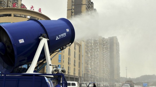 China Is Fighting Pollution By Using Water Mist Cannons 3