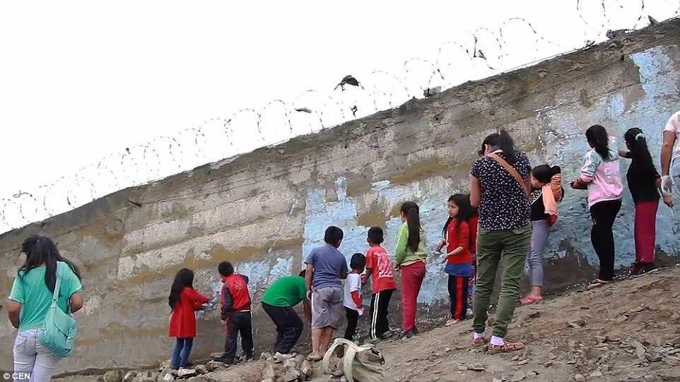Lima's wall of shame3