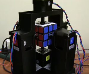 Rubik cube solved by a robot