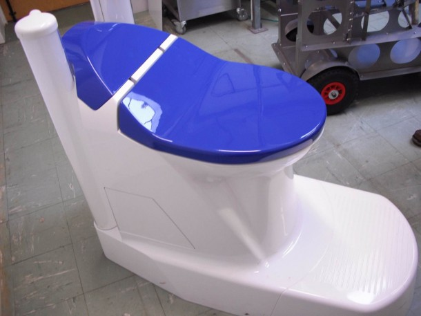 This Toilet Can Transform Waste Into Water and Electricity 2