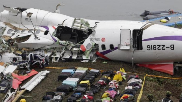Baggages are placed near the wreckage of TransAsia Airways plane Flight GE235 after it crash landed into a river, in New Taipei City February 5, 2015. The death toll from the plane that crashed into the river shortly after taking off has risen to 31, Taiwanese officials said on Thursday, and could rise further with 12 people still missing. The flight, carrying 58 passengers and crew, lurched between buildings, clipped an overpass with one of its wings and crashed upside down into shallow water shortly after taking off from a downtown Taipei airport on Wednesday. REUTERS/Pichi Chuang (TAIWAN - Tags: DISASTER TRANSPORT TPX IMAGES OF THE DAY)