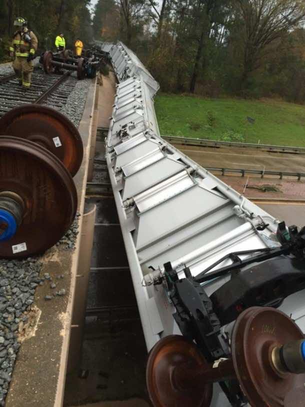 texas train derails2
