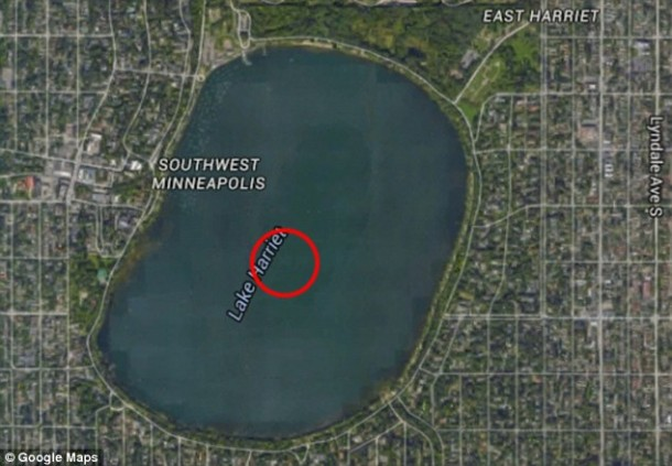 A Mystery Plane Was Spotted In The Bottom Of A Minneapolis Lake On Google Earth 2