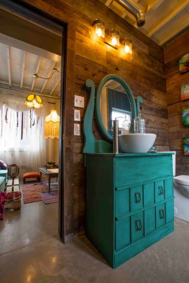 Canadian Woman Built A Dream House Using Shipping Containers 13