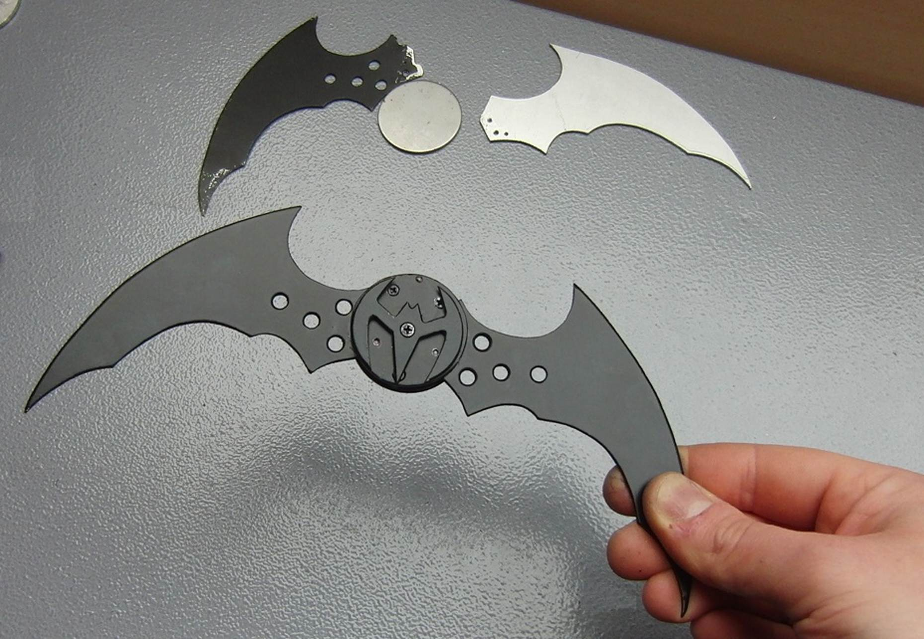 Guy Creates A Fully Working Batarang