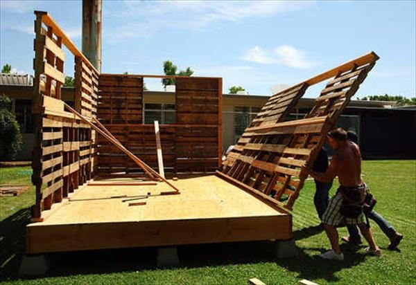 Here's How You Can Build A House Using Pallets 2