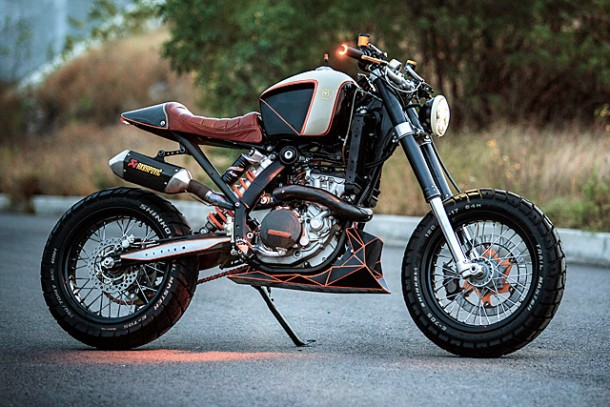 KTM 450 by Vitium Moto Is An Unconventional Motorcycle 10