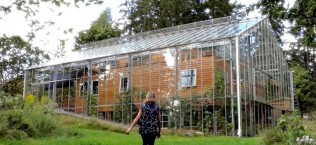 Swedish Couple Has A Greenhouse Surrounding Their House 4