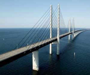 This Amazing Bridge Bridge Transforms Into a Tunnel 3