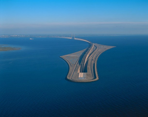 This Amazing Bridge Bridge Transforms Into a Tunnel 5