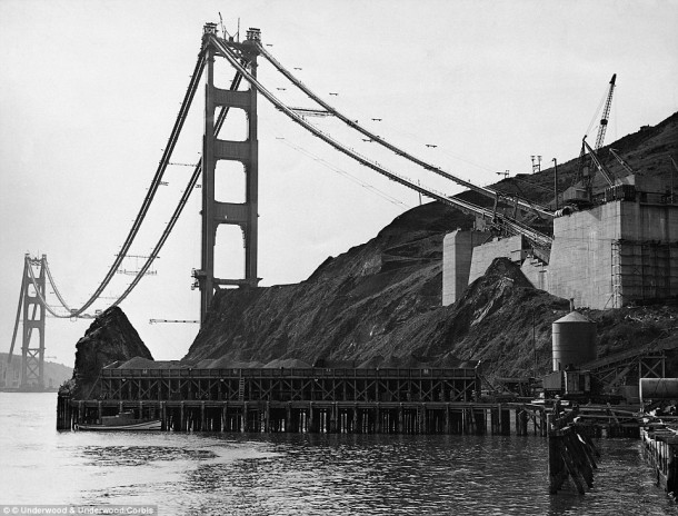 You Won't Believe But A Crowd Of People Almost Destroyed Golden Gate Bridge On It's 50th Anniversary 3