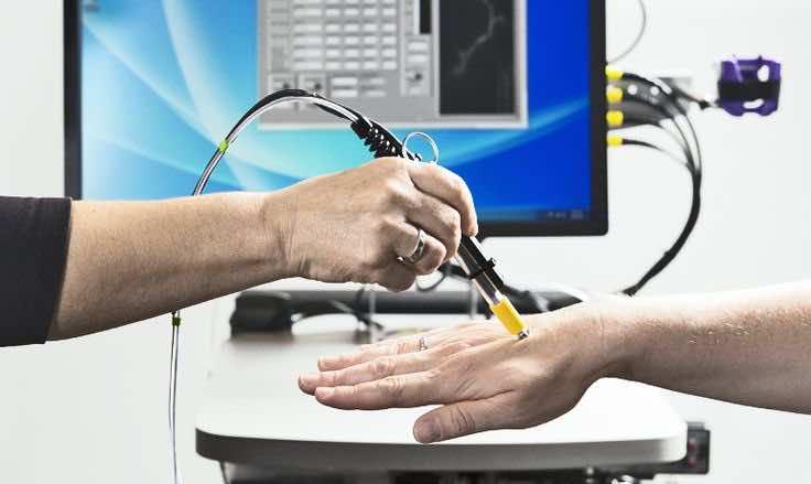 pen-like microscope cancer surgeons2
