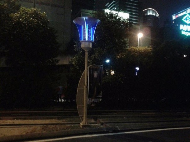 street lights recharging and killing mosquitoes2