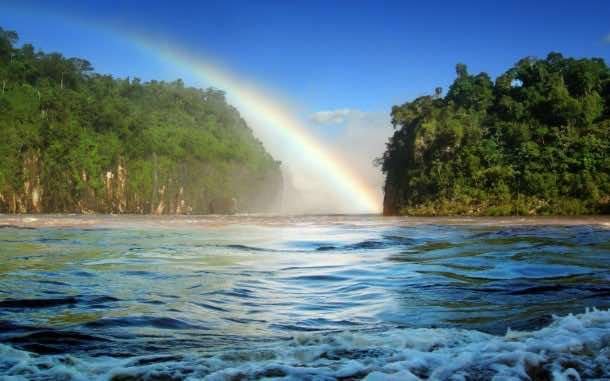 Cataratas de Foz do Iguaçu no Paraná, Brasil (Foz do Iguaçu Waterfalls at Paraná, Brazil)
