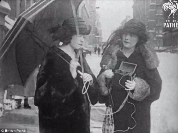 The World's Very First Mobile Phone Shown Off In A Video From 1922 3