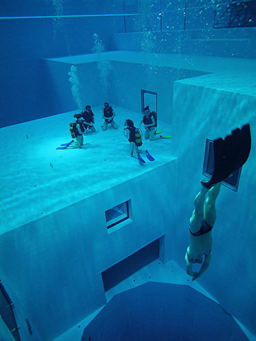 Check Out The Deepest Pool In The World 4