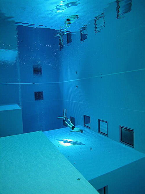 Check out the deepest pool in the world - The coolest swimming pool in the world ...