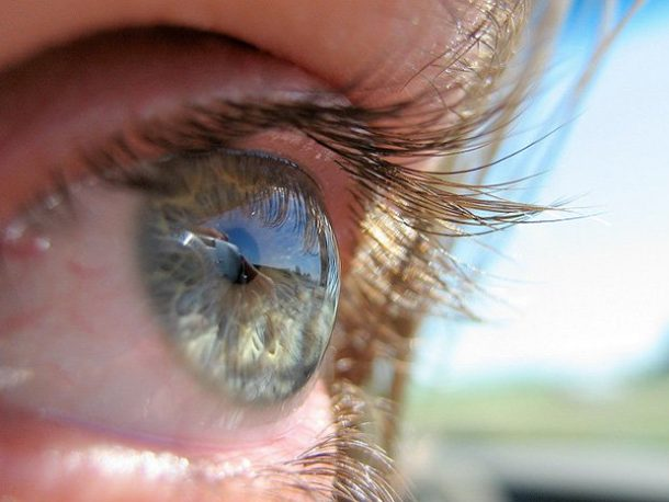 Google overtakes Sony's Smart Lens, Patents Smart Device injected into the eyeball_Image 4_Wonderful Engineering