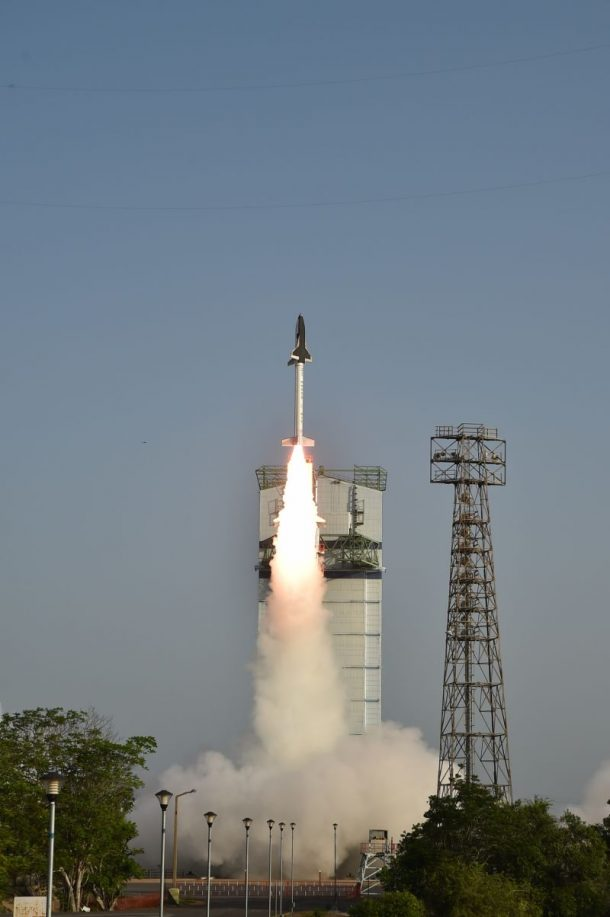 Here Are The Amazing Pictures From The Indias First Ever Space Shuttle Launch_Image 6