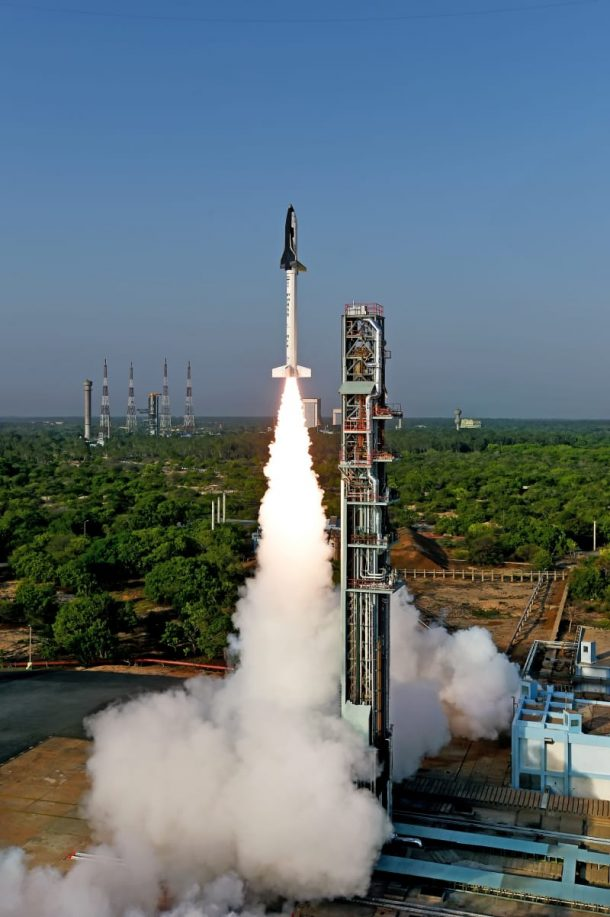 Here Are The Amazing Pictures From The Indias First Ever Space Shuttle Launch_Image 7