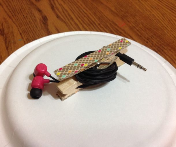 This Incredibly Simple Hack Uses Clothespins To Keep Your Headphones From Tangling_Image 1