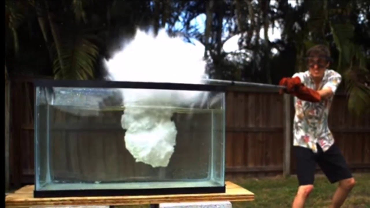 This YouTuber exploded his Fish Tank by Pouring Molten Salt into Water_Image 1