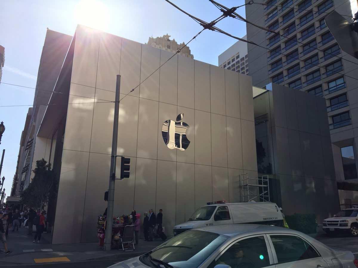 1 million dollar stair Apple store2