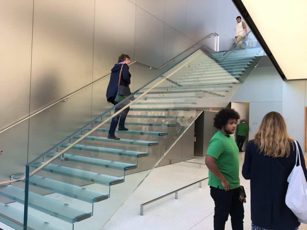 1 million dollar stair Apple store4