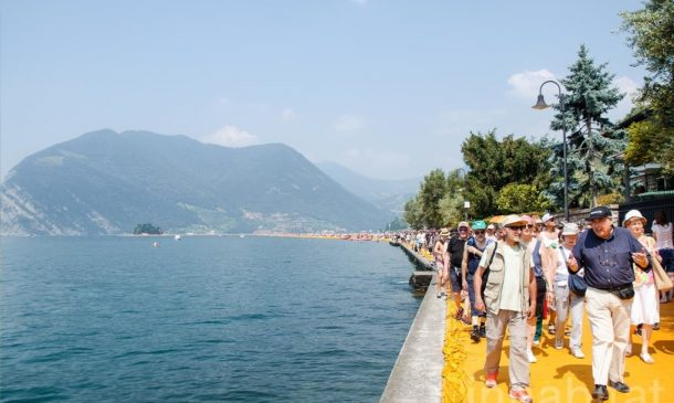 620,000 People Walk On Water Of Lake Iseo_Image 13